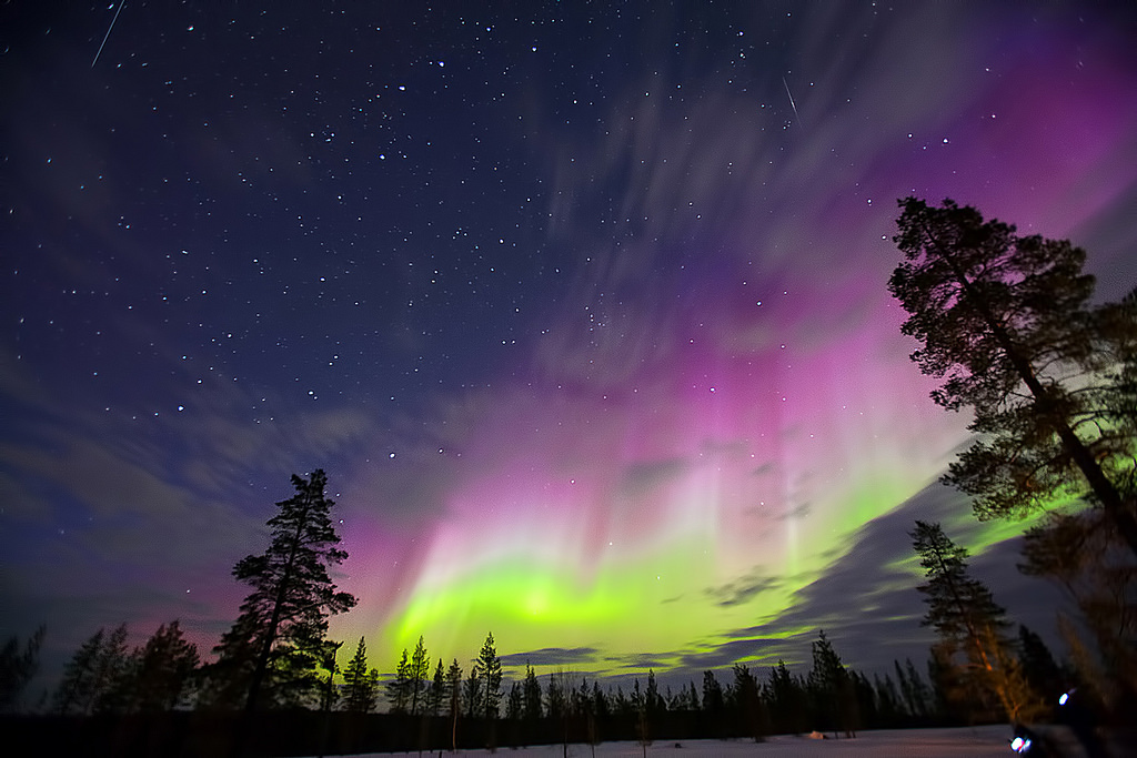 Northern Lights and  2 meteors - Finland